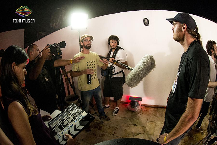 Descobrindo a profissão de roadie e técnico de som. / Foto: Teresa Quesado